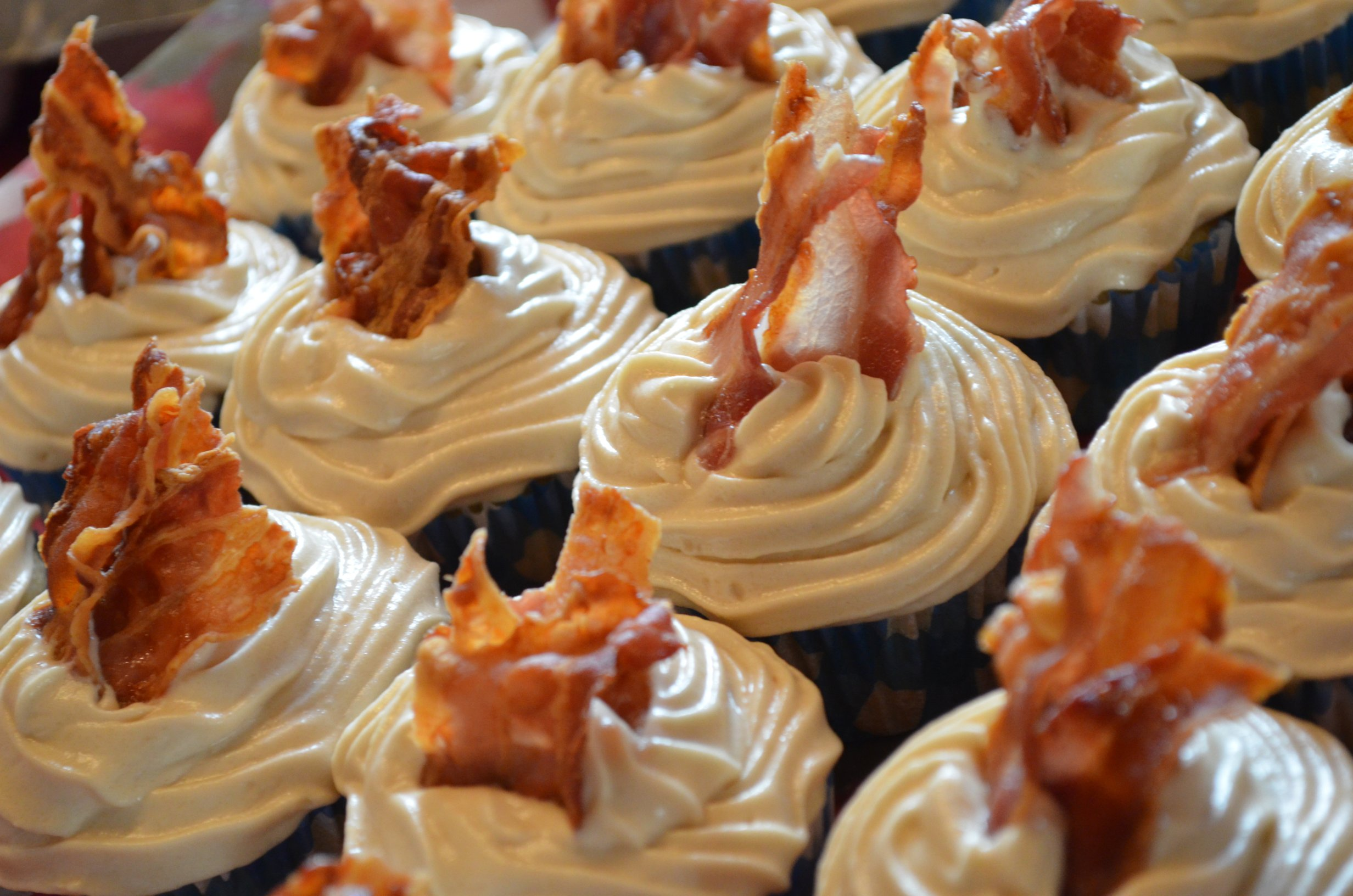 Caramel Maple Bacon Cupcakes by gingerlemonandspice