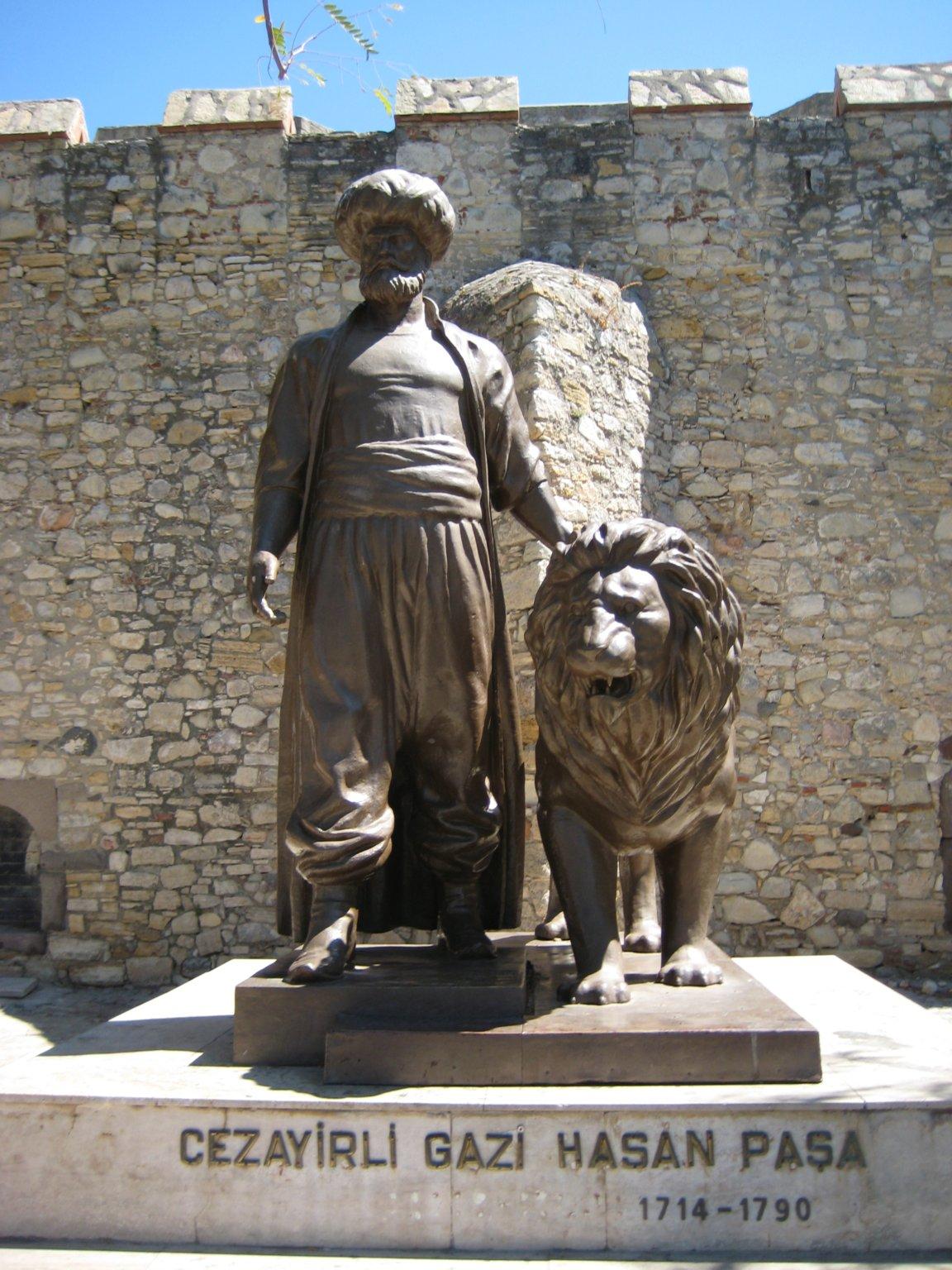 Statue in Çeşme