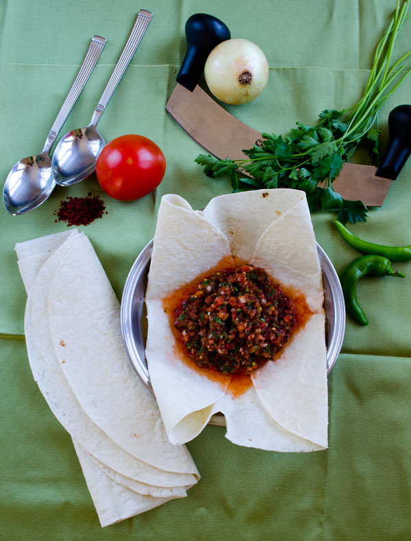 Acılı Ezme – Turkish Spicy Ezme Salad